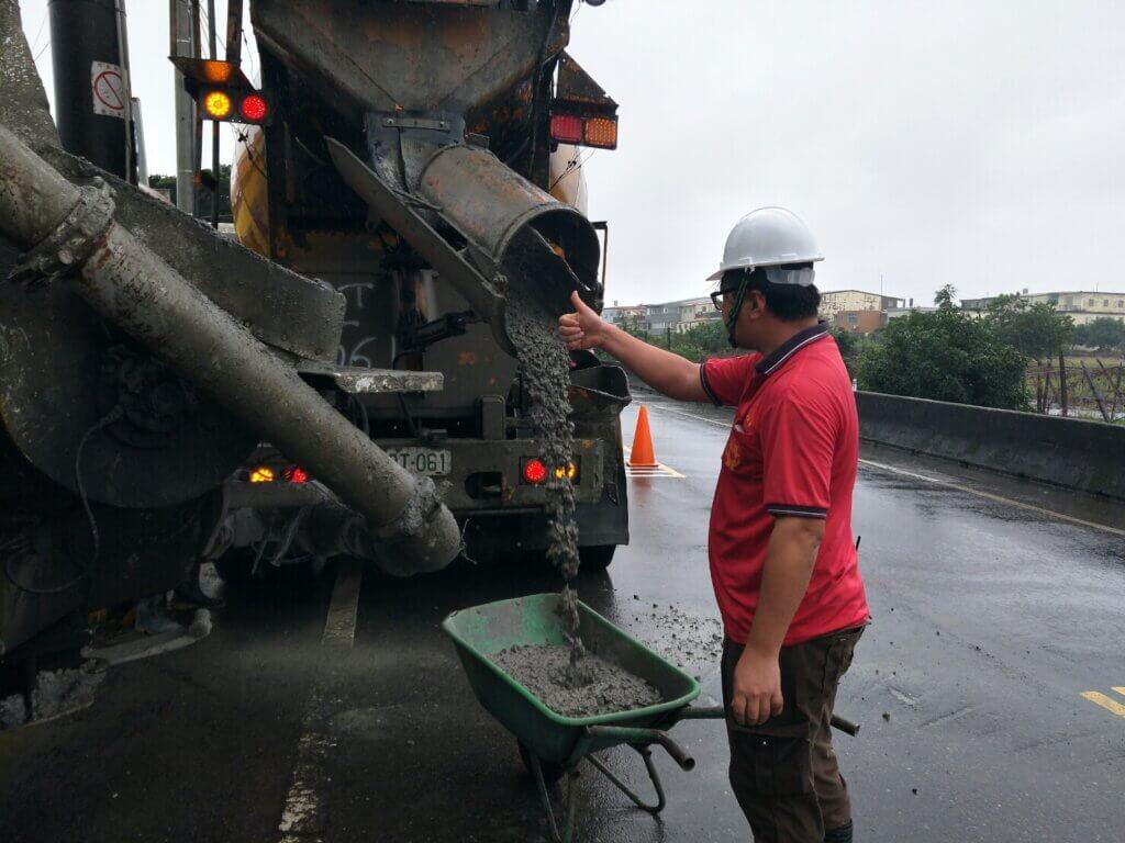 2020_11月21日_基礎版混凝土澆築、混凝土坍度、氯離子含量及試體製作 2